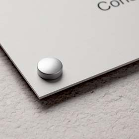 Fixation en aluminium pour plaque professionnelle