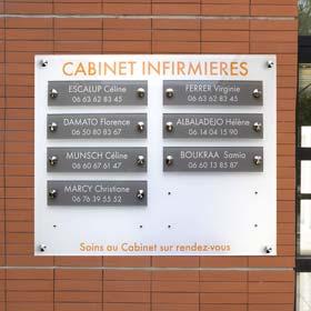 Panneau multi-plaques de cabinet infirmier