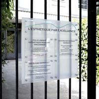 Tableau multi-plaques clinique - fond en plexiglas dépoli, plaques en plexiglas incolore