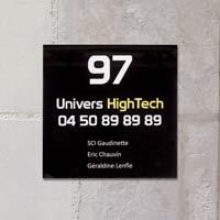 Plaque de société quadri, format 20 x 20 cm - impression sur fond noir - impression logo et texte sur fond blanc