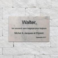 Plaque funéraire en marbre, gravure noire en creux traditionnelle