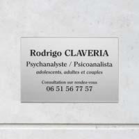 Plaque professionnelle plexiglas argent gravure noire, format 30 x 20 cm