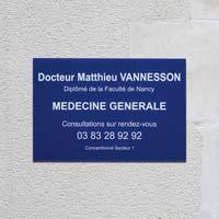 Plaque professionnelle plexiglas bleu gravure blanche, format 30 x 20 cm