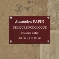 Plaque professionnelle plexiglas bordeaux gravure blanche, format 30 x 20 cm