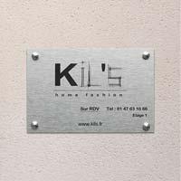 Plaque d'entreprise en aluminium brossé, logo et textes gravés en noir
