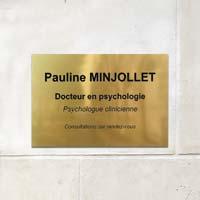 Plaque professionnelle psychologue en aluminium or brillant gravé en creux et encré noir