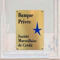 Plaque professionnelle banque en aluminium doré, avec gravure en creux bicolore