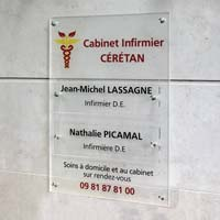 Support cabinet infirmier - Fond en plexiglas dépoli imprimé, plaques en plexiglas transparent