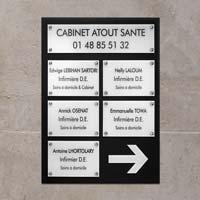 Panneau multi-plaques cabinet infirmier - fond en plexiglas marron, plaques en plexiglas beige amande