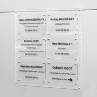 Panneau multi-plaques cabinet médical - fond et plaques en plexiglas transparent