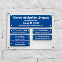 Support multi-plaques de cabinet médical - Plexiglas dépoli, Plaques gravées bleues